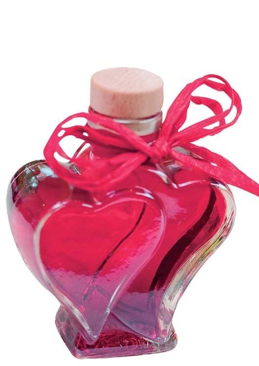 Heidelbeerlikör verfeinert mit Grappa in Herzflasche