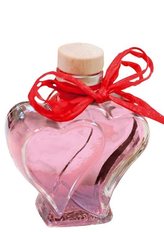 Rosenlikör in Herzflasche