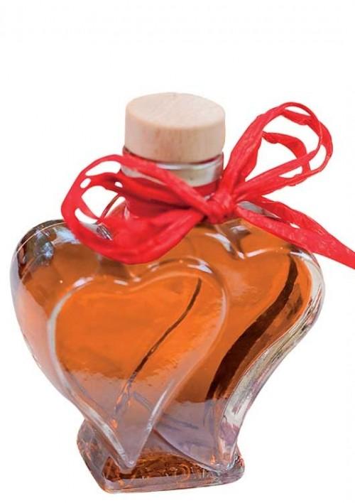 Blutorange mit Wodka in Herzflasche