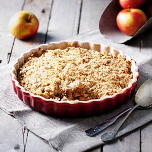Apfel-Haselnuss-Crumble mit Vanillesauce