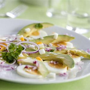 Avocado mit Eier-Vinaigrette
