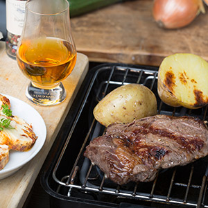 Espresso-Whiskey-Steaks mit Kartoffeln vom Rost