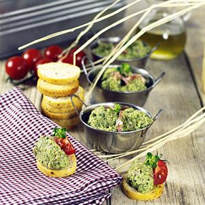 Frühlings-Dip mit Parmaschinken und Zucchini