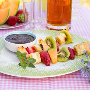 Gegrillte Fruchtspieße