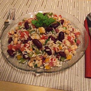 Reissalat mit Gemüse und Schinken