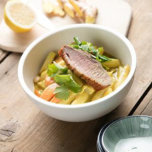 Spargel-Curry mit gebratener Entenbrust