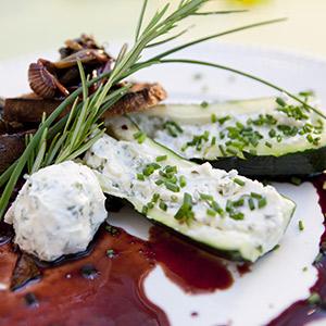 Gefüllte Zucchini mit Rotwein-Brot-Lasagne