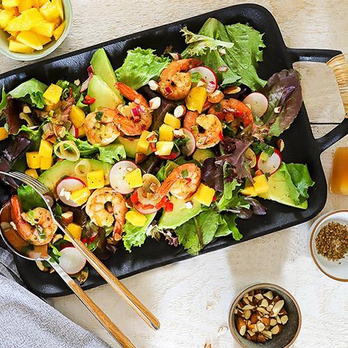 Exotischer Sommersalat mit Avocado-Mango Dressing